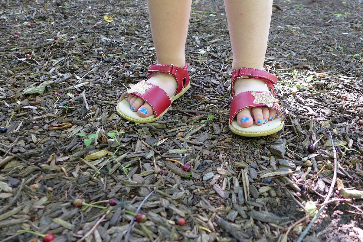 05.31.15 | new sandals and blue toes