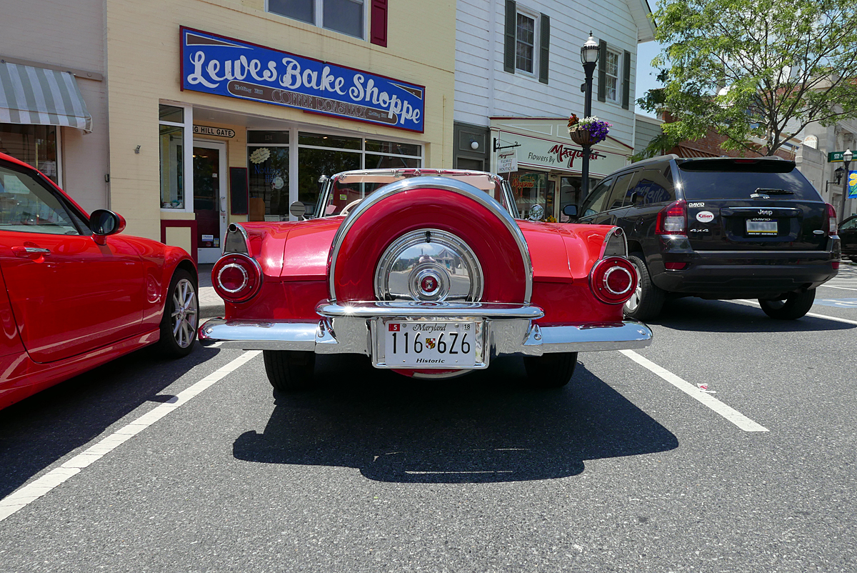 06.11.16 | red car at the lewes bake shoppe