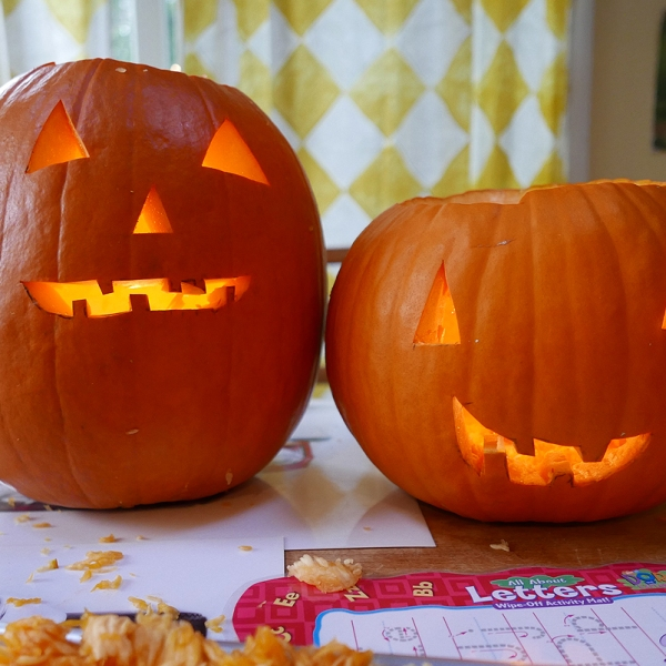 10.29.16   pumpkin siblings
